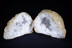 Quartz Geode from Morocco (No.339)