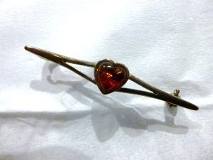 "Amber - Amber ""Heart"" Brooch (No.30)"