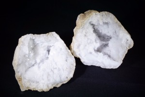 Quartz Geode from Morocco (No.340)