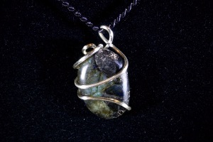 Labradorite Hand Wired Pendant (No.20)