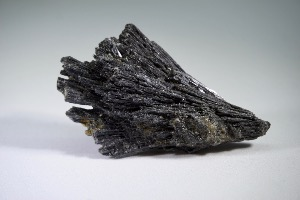Black Kyanite (No.145)