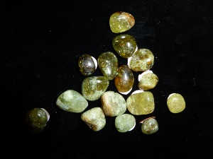 Garnet - Green  - (Small) Tumbled Stone