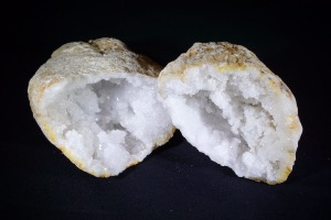 Quartz Geode from Morocco (No.338)