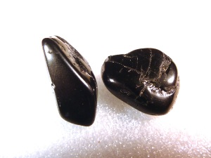 Tourmaline - Black - 2 to 2.5 cm, weight 4g to 8g Tumbled Stone
