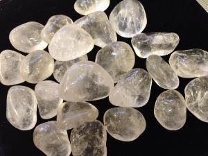 Quartz - 1 to 1.5 cm, weight 2g to 4g - Tumbled Stone
